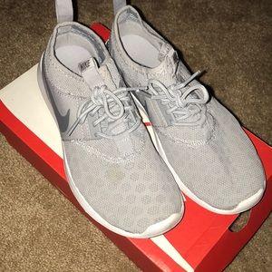 Women's Nike Juvenate Sneaker - Size 7